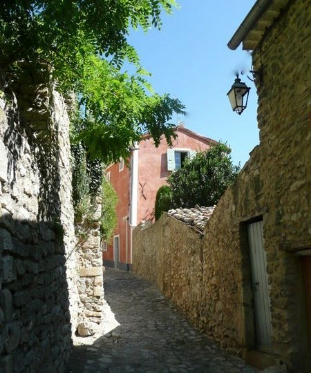 La Rue des Petits Forts à Nyons - 0