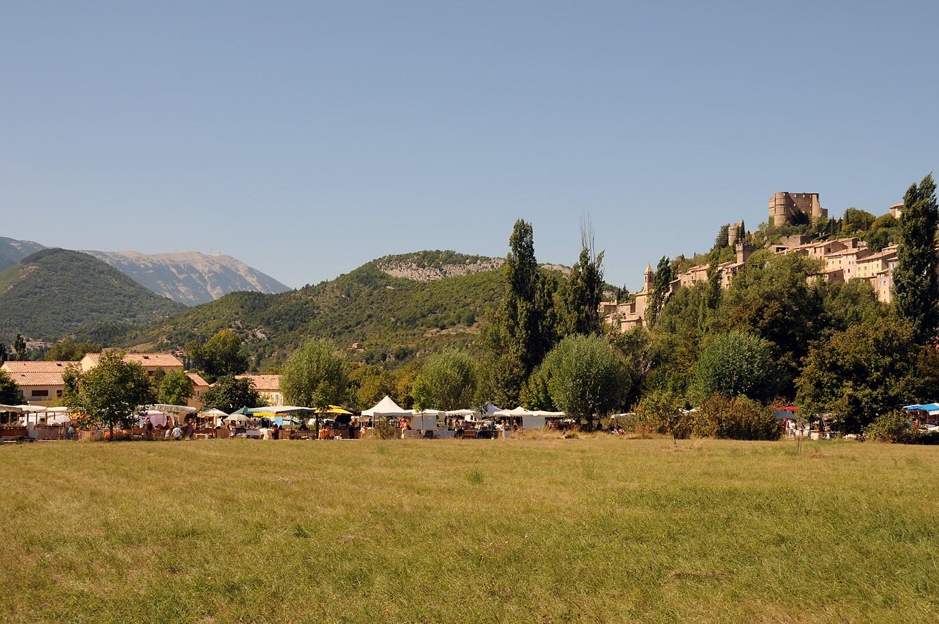 Montbrun les Bains, au pied du Ventoux - © OTBDP